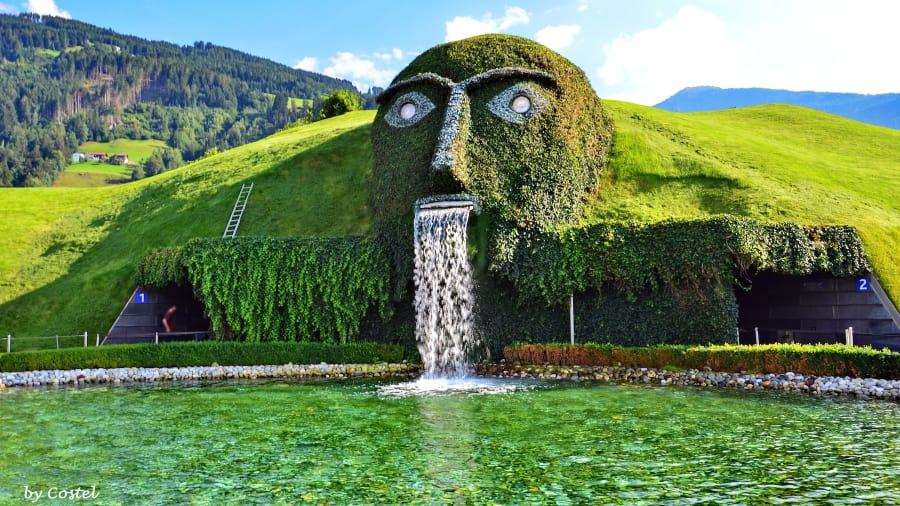 Swarovski Crystal Head Fountain