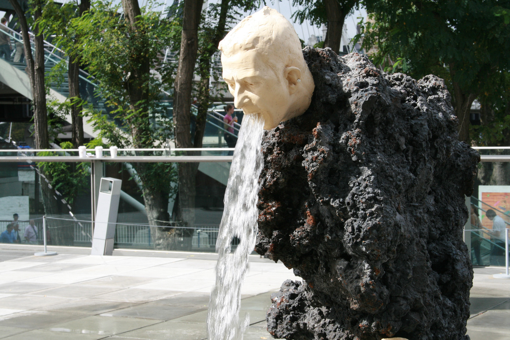 Vomiting Fountain a Londra