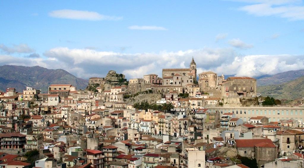 Castiglione di Sicilia (foto Wikimedia Commons)