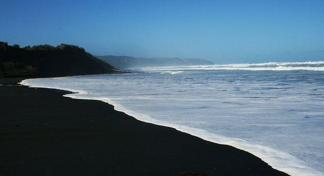 Le spiagge di sabbia nera più belle del mondo
