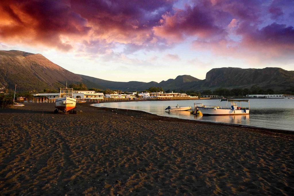 Sabbie Nere, Isole Eolie