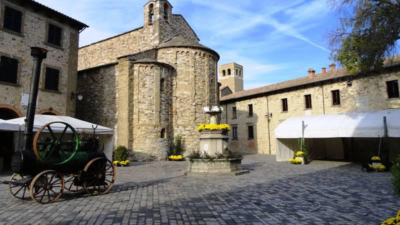 Pieve di San Leo e Piazza Dante